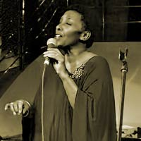 Elaine Delmar sings for Afasic